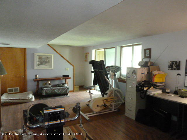 6960 Lakeview Dr - Family Rm - 24