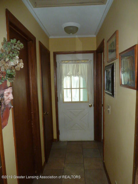 6960 Lakeview Dr - Hallway - 9