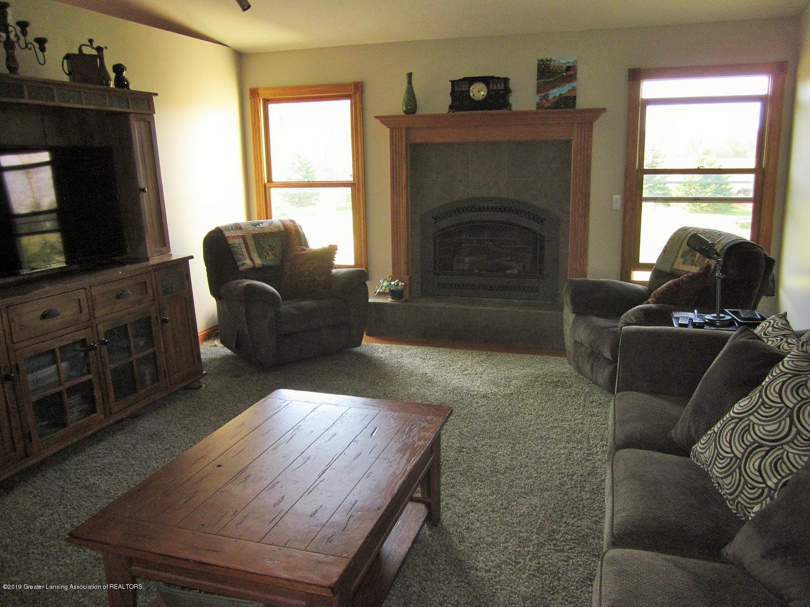 420 W Church Rd - Living room - 5