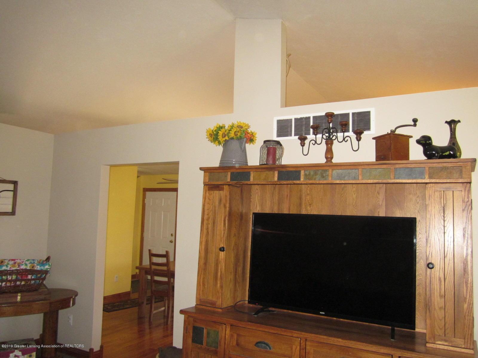 420 W Church Rd - Living room - 6