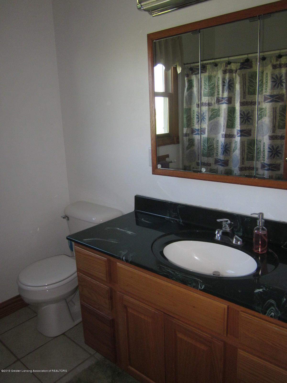 420 W Church Rd - Hall Bath - 18