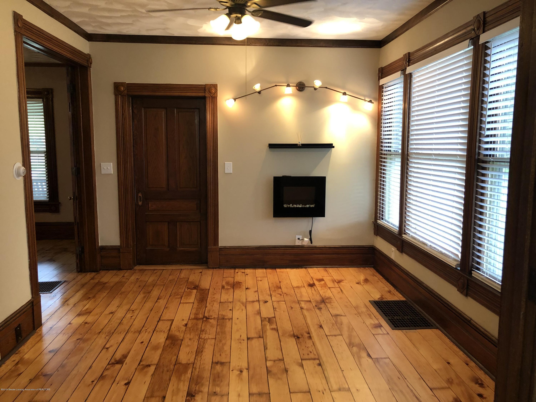 309 W Baldwin St - Living room - 22