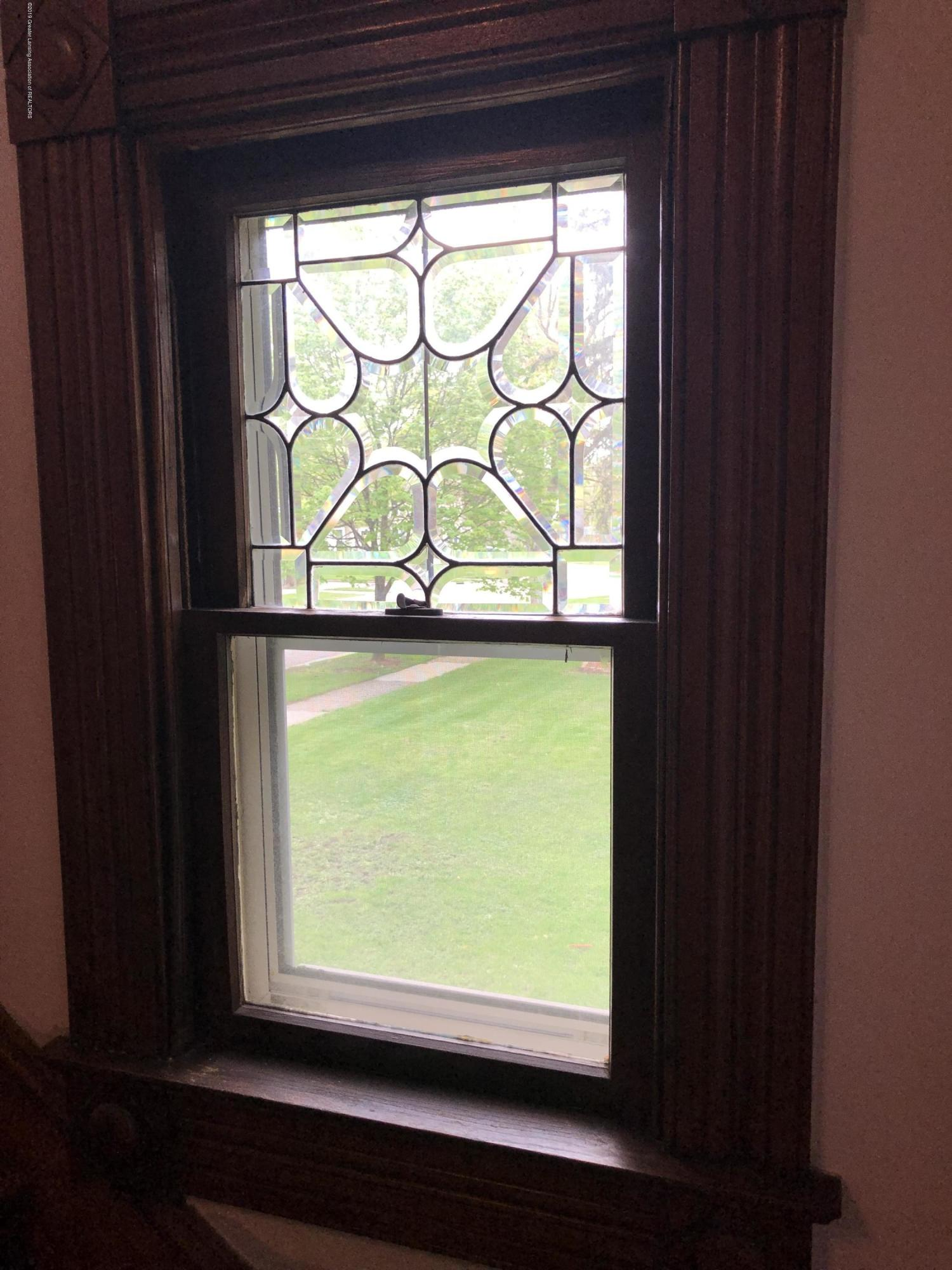 309 W Baldwin St - Stairway window - 14