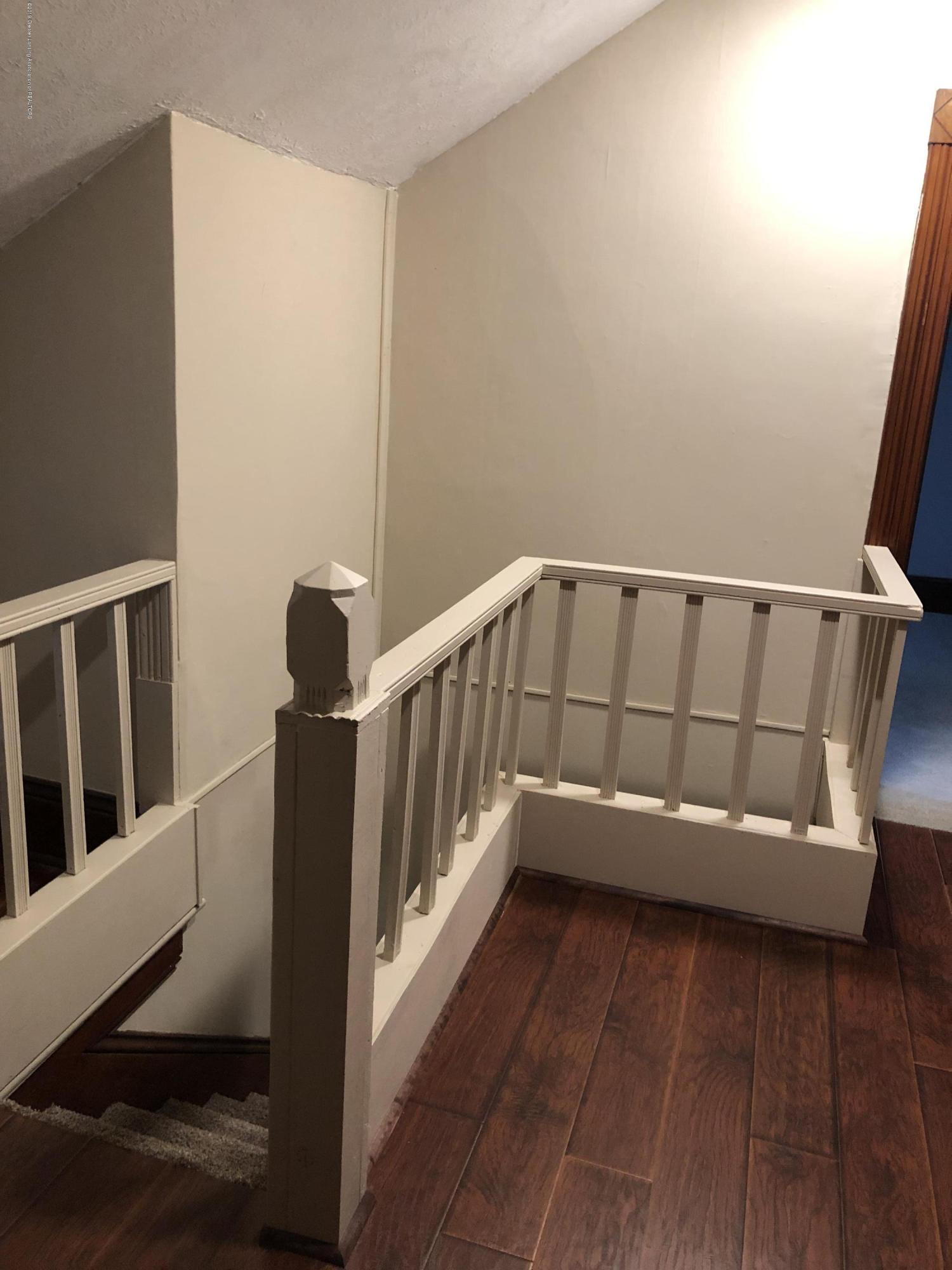 309 W Baldwin St - Rear stairway landing - 42