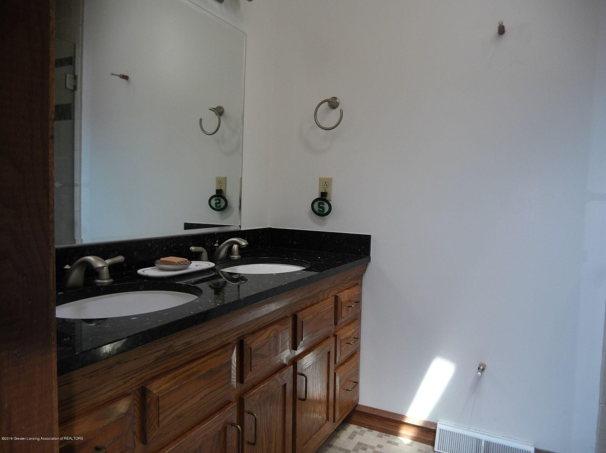 8144 Corrison Rd - Bathroom - 21
