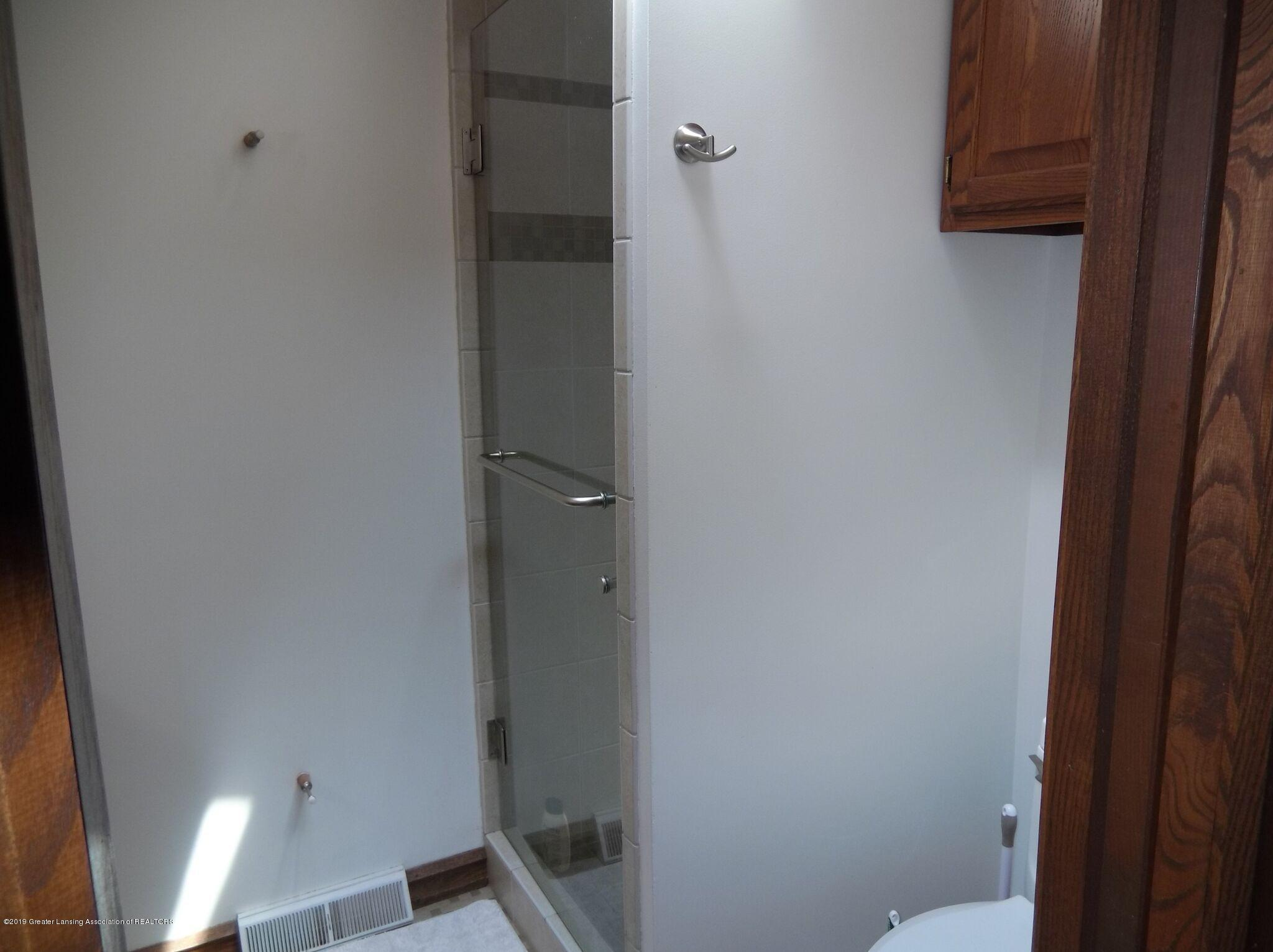8144 Corrison Rd - Bathroom - 27