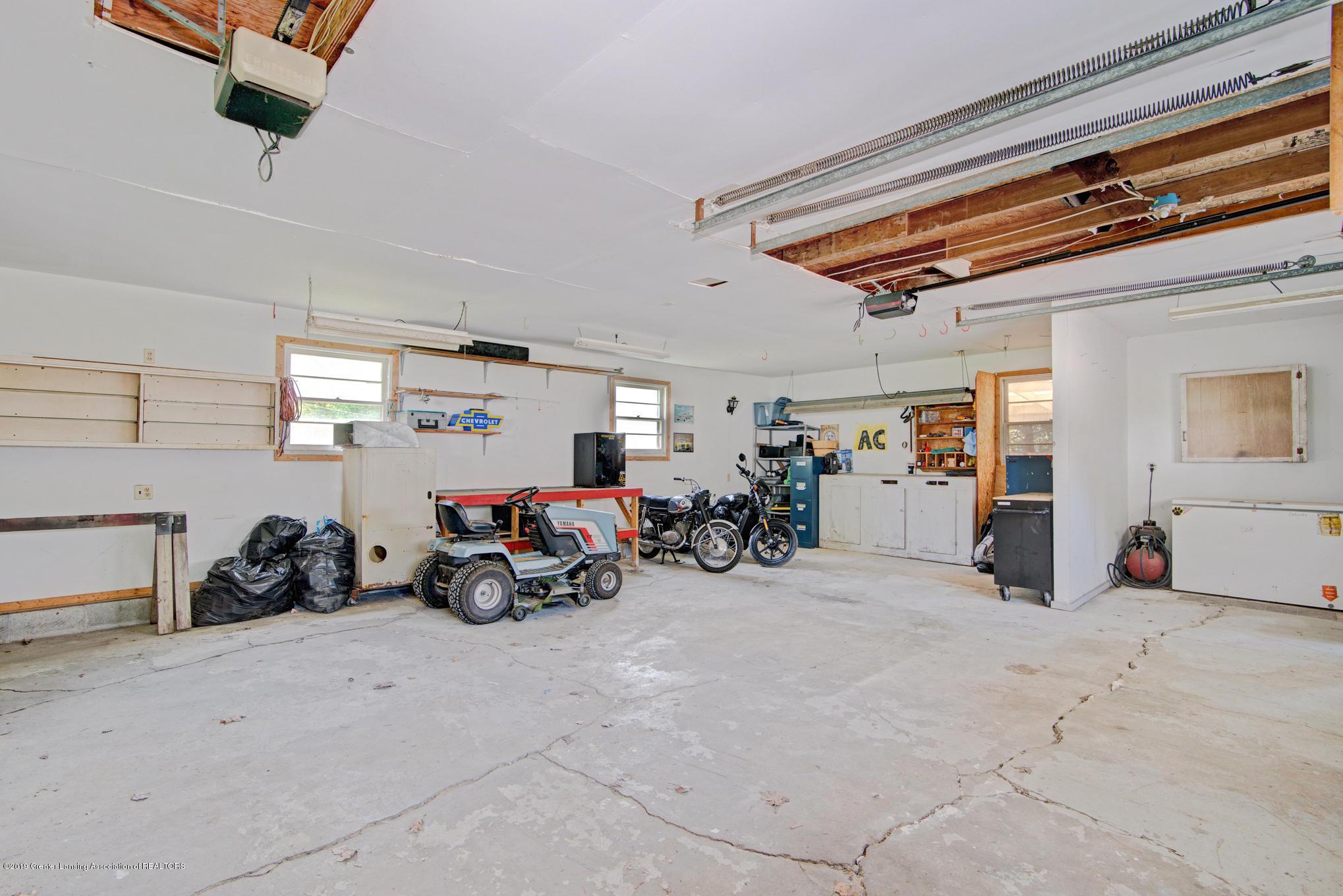 735 E Church St - Garage - 24