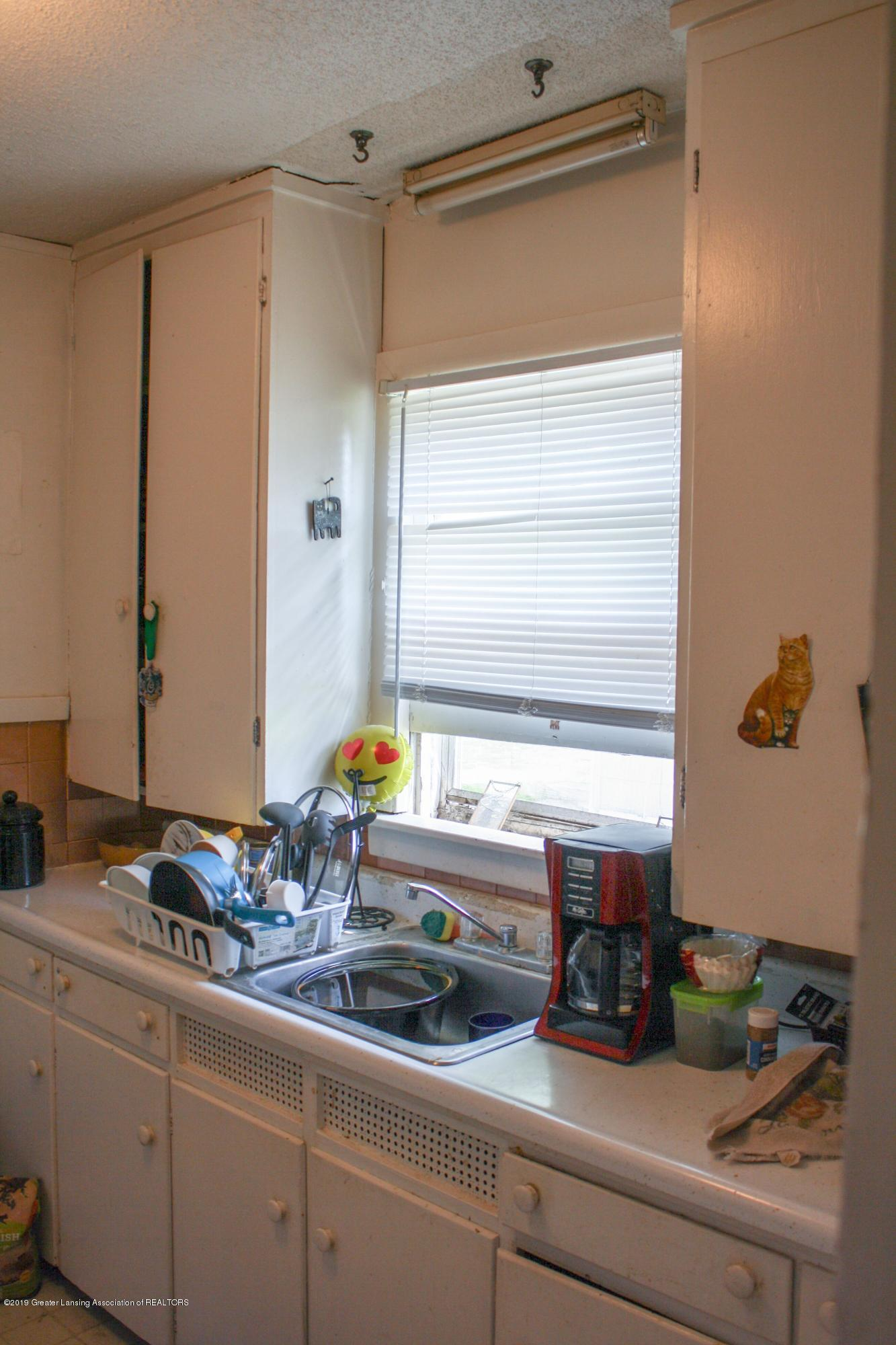 831 N Hagadorn Rd - Kitchen - 4