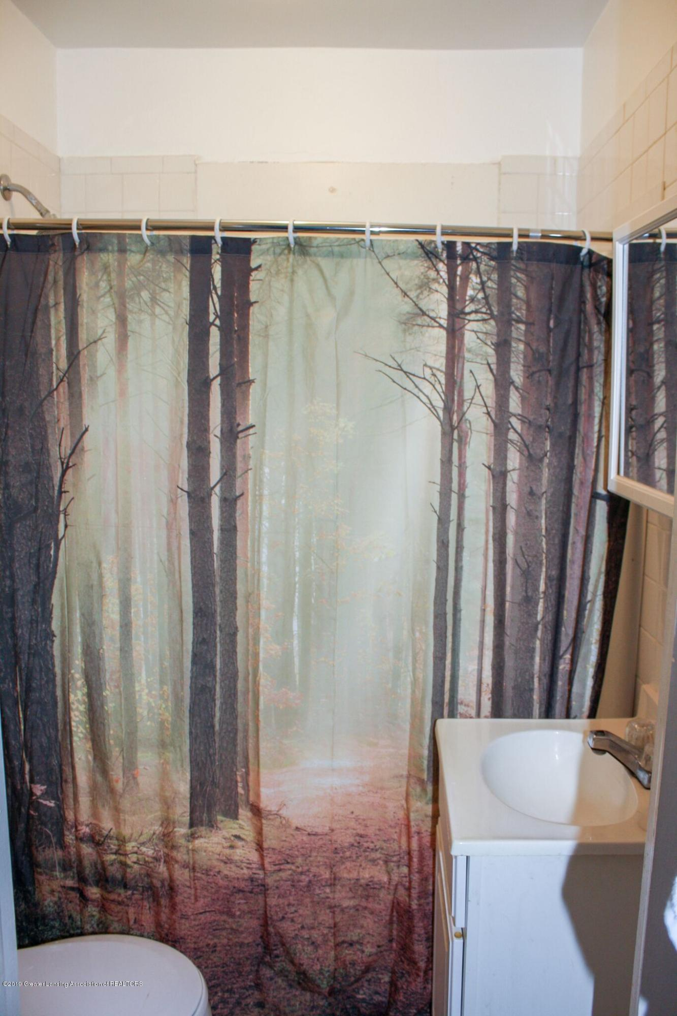 831 N Hagadorn Rd - Bathroom - 12