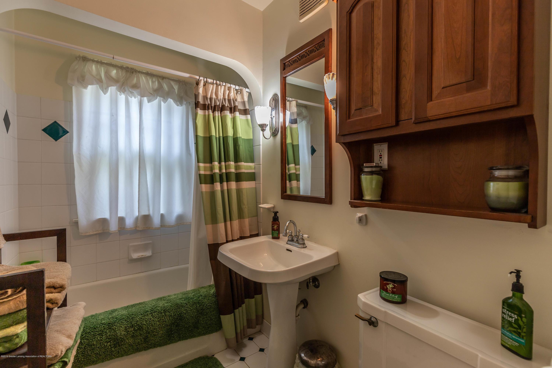 812 Downer Ave - Full Bathroom - 15