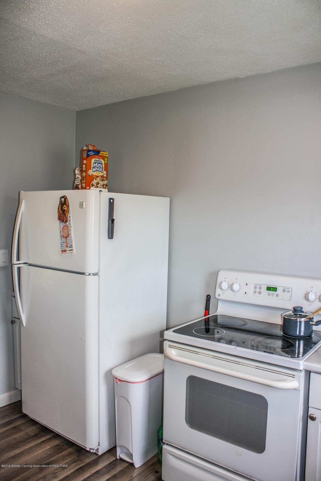 825 N Hagadorn Rd - Kitchen - 10