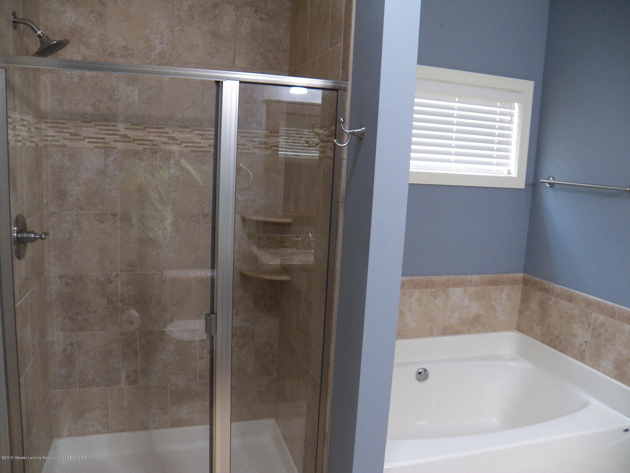 10711 Ireland Dr - master bath 2 - 15