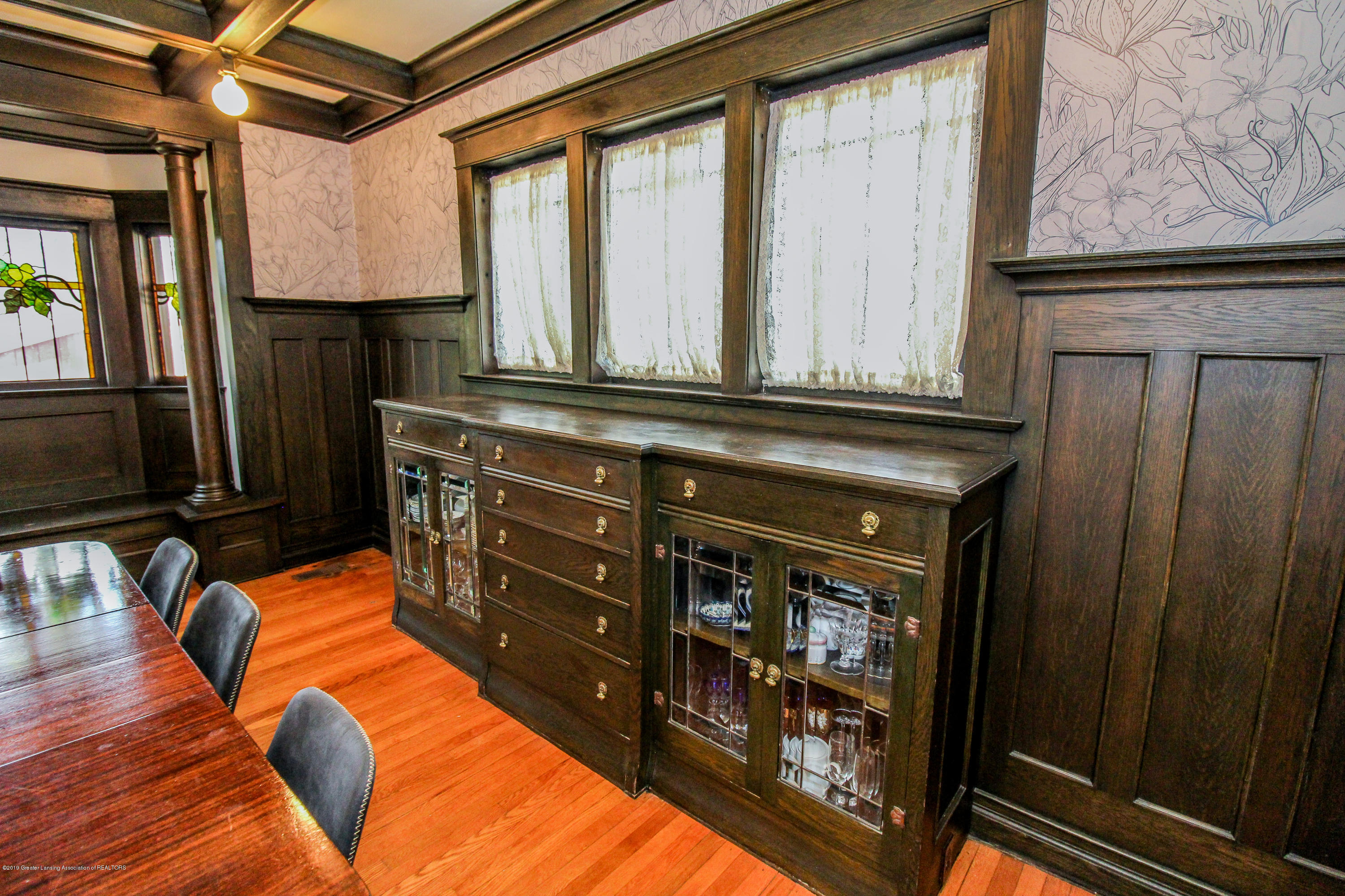 200 W Cass St - Built In China Cabinet - 25