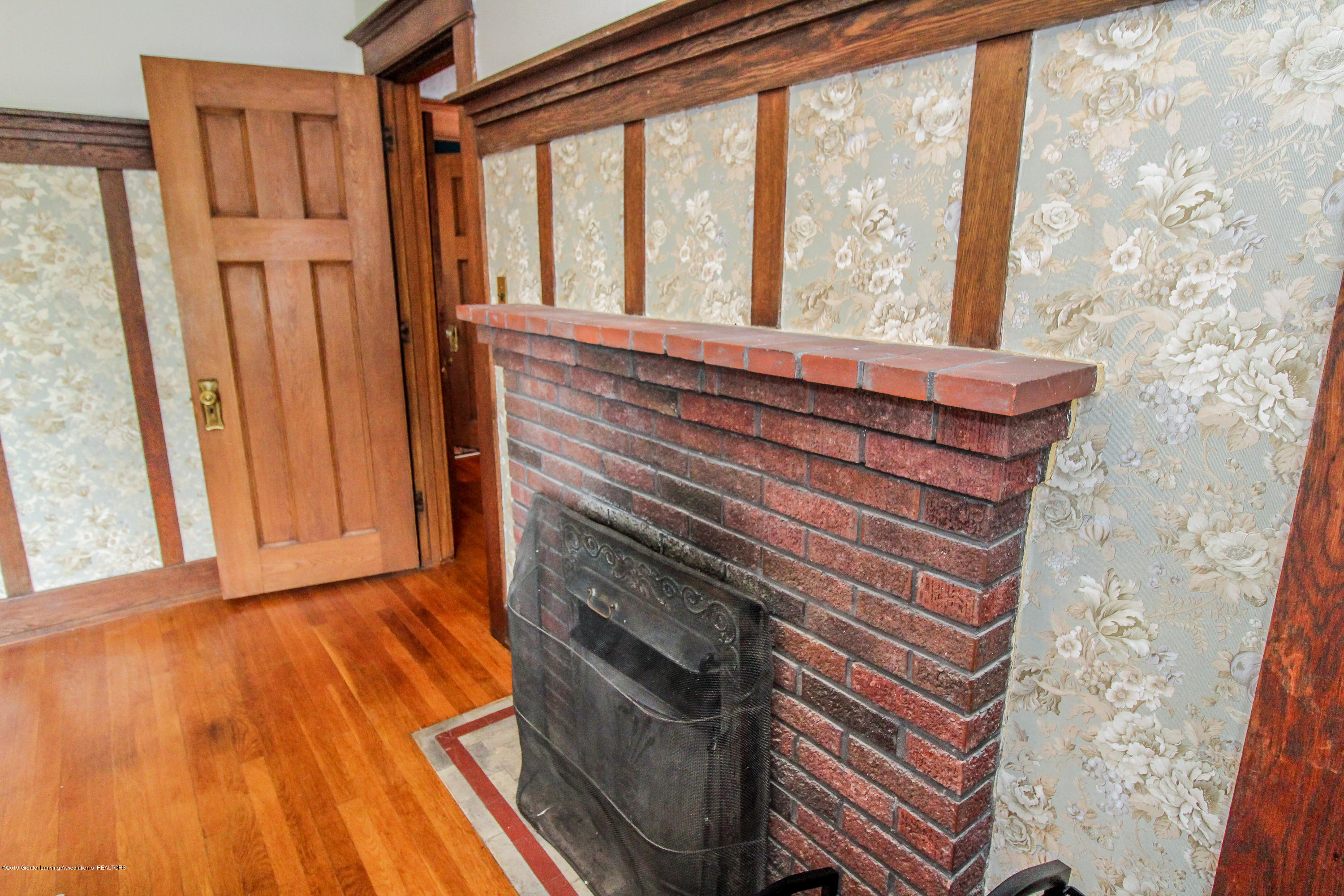 200 W Cass St - Fireplace - 43