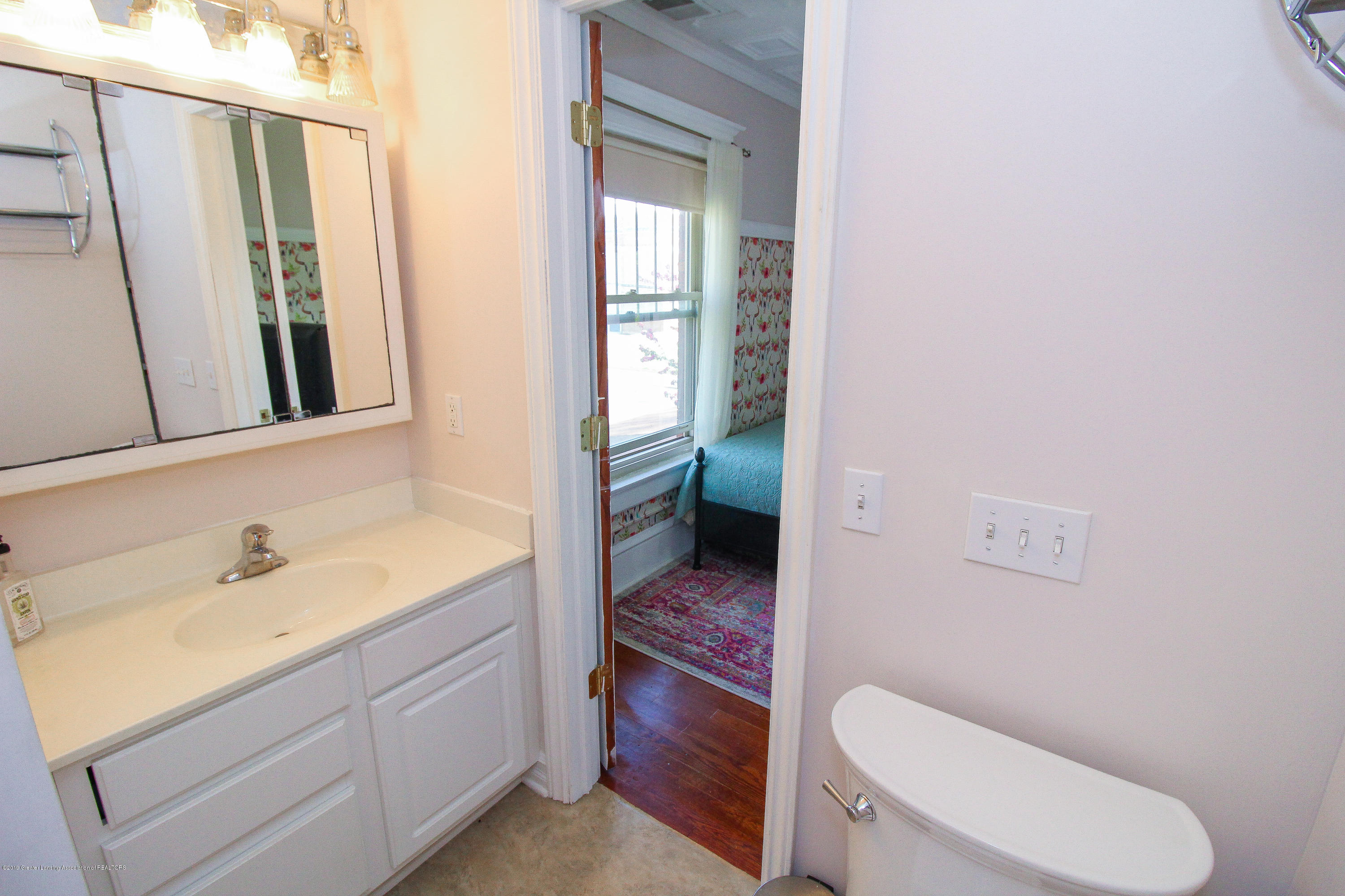 200 W Cass St - Bedroom Bathroom - 48