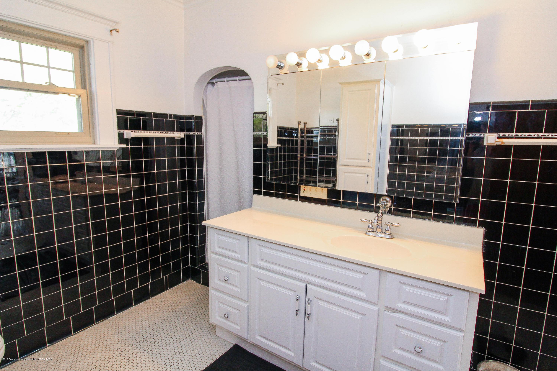 200 W Cass St - Bathroom - 51