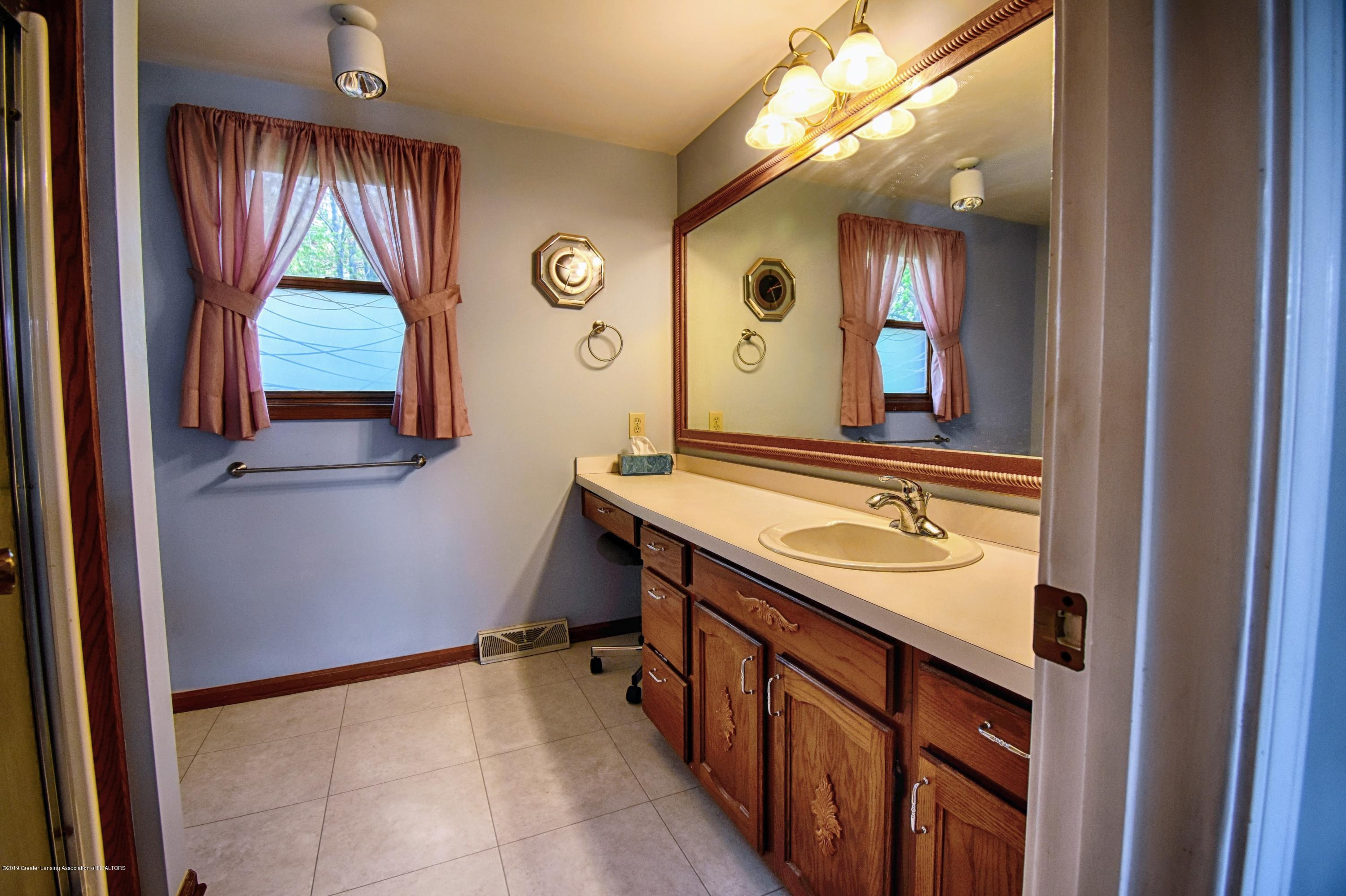 1414 Forest Hills Dr - Master Bathroom - 14