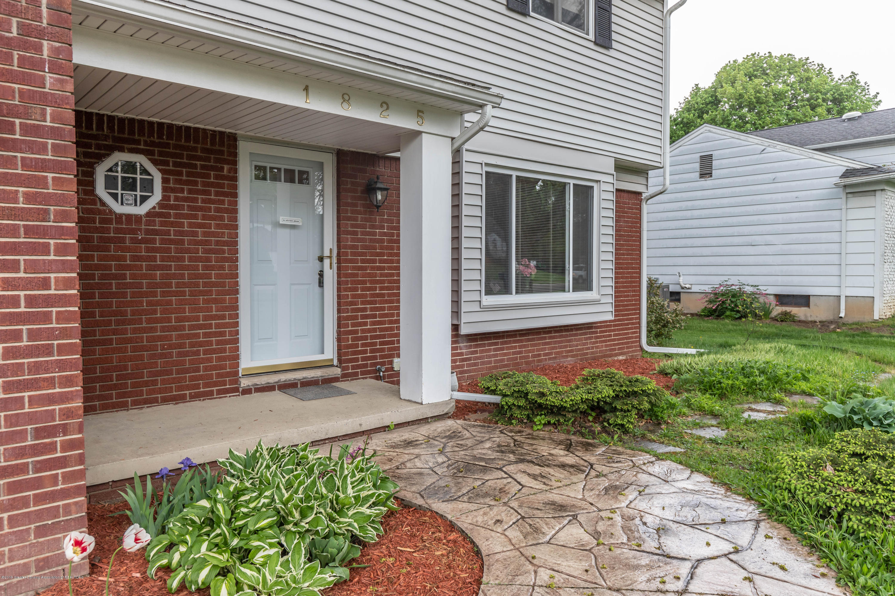 1825 N Harrison Rd - Front porch - 3