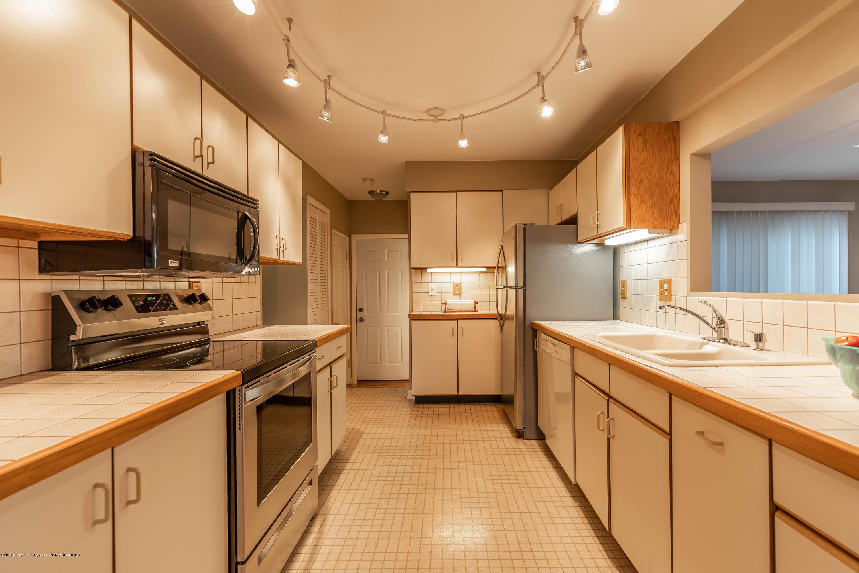 1825 N Harrison Rd - Kitchen - 8