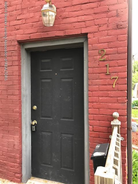 217 S Hosmer St - Entrance Door - 3