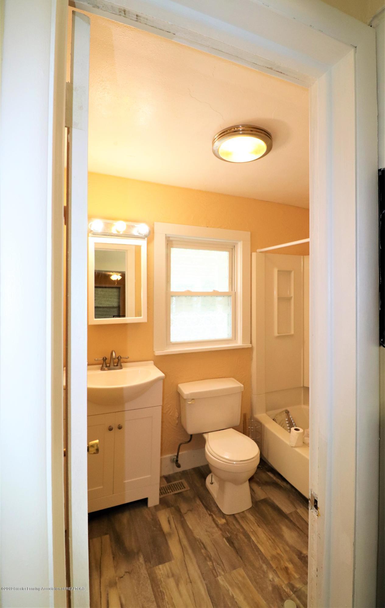 515 W Morrell St - 11a Main Floor Bath - 12
