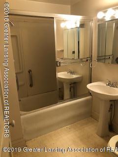 1212 Walsh St - Bathroom - 10