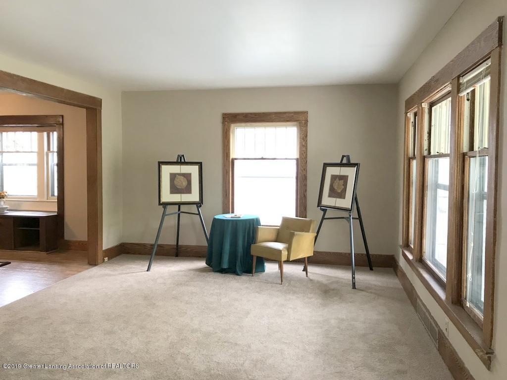 206 Clifford St - new carpet  living room 2 - 3