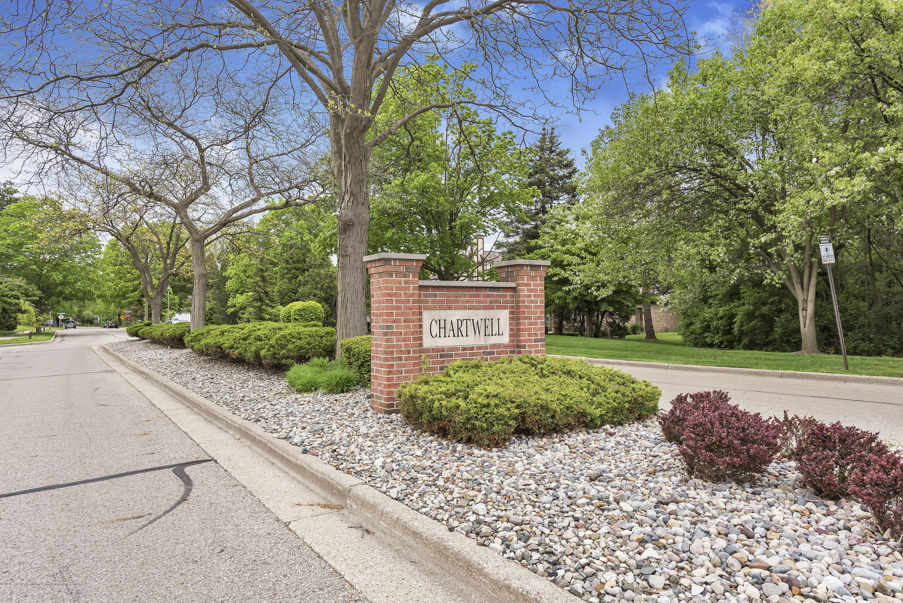 1336 Chartwell Dual Carriage Way - 1336-Chartwell-Duel-Carriage-Way-South-E - 2