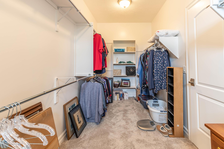 3843 Fossum Ln - Master Walk-In Closet - 36