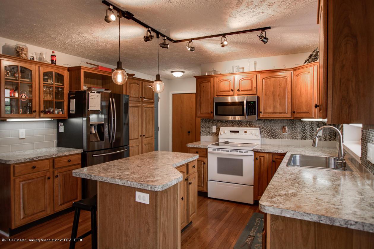 1025 Crandell Dr - Kitchen - 12