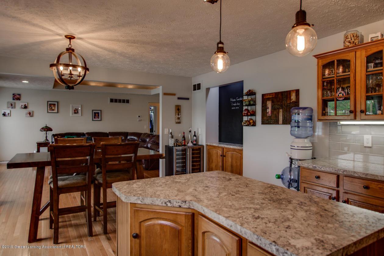 1025 Crandell Dr - Kitchen - 13