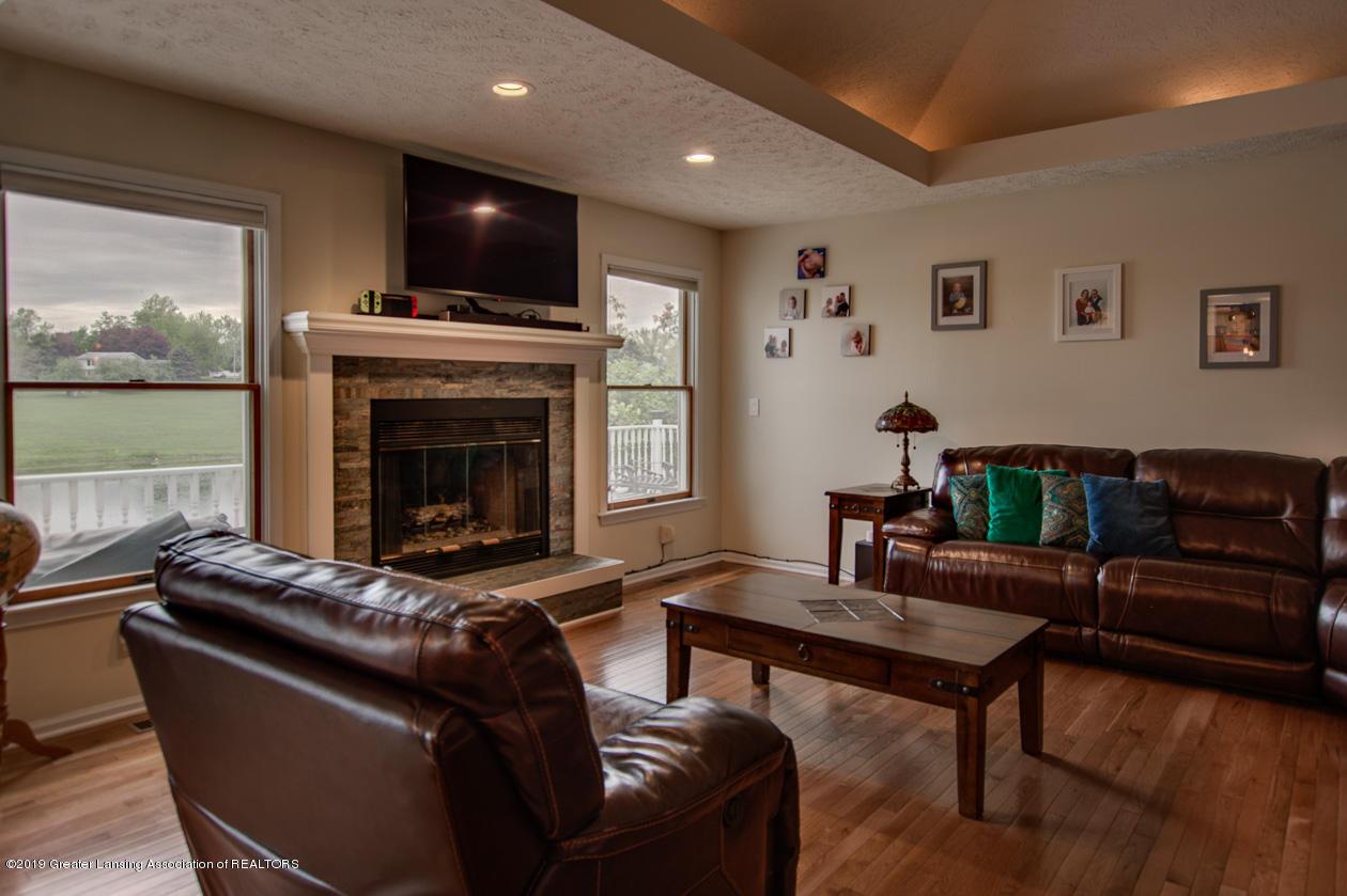 1025 Crandell Dr - Living room - 7