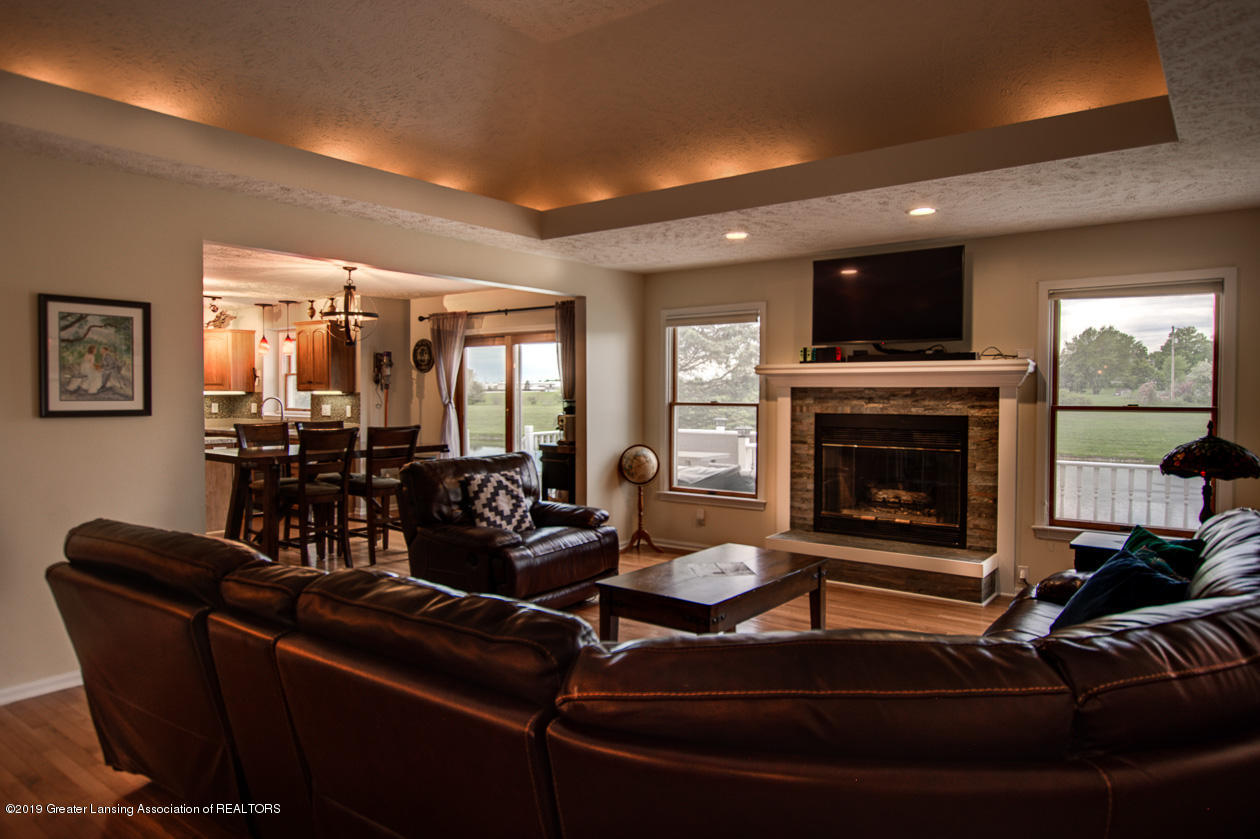 1025 Crandell Dr - Living room - 5