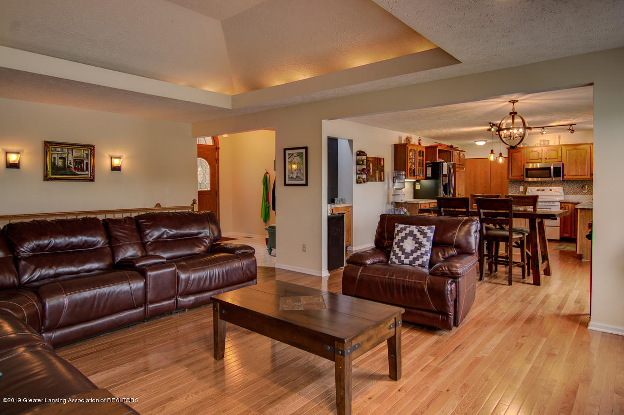 1025 Crandell Dr - Living room - 6