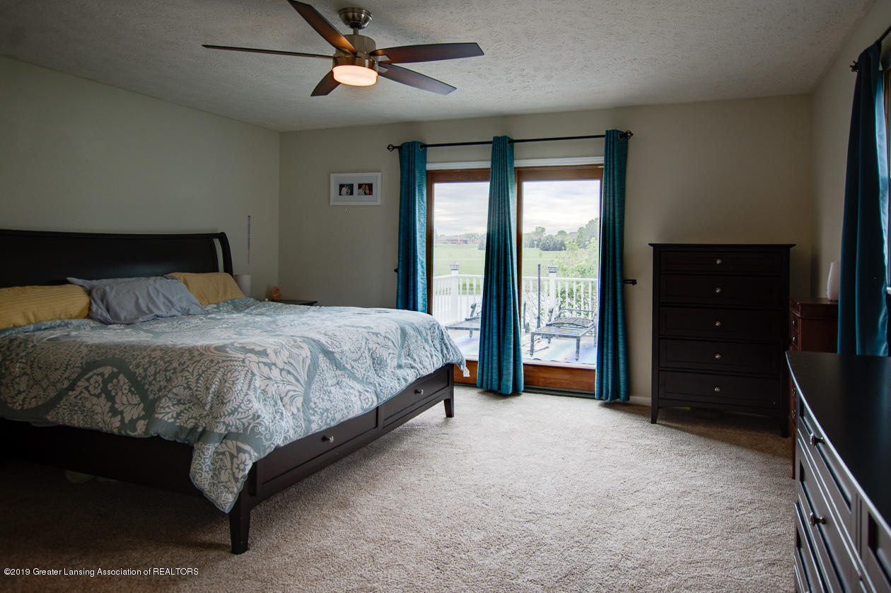 1025 Crandell Dr - Master bedroom - 15