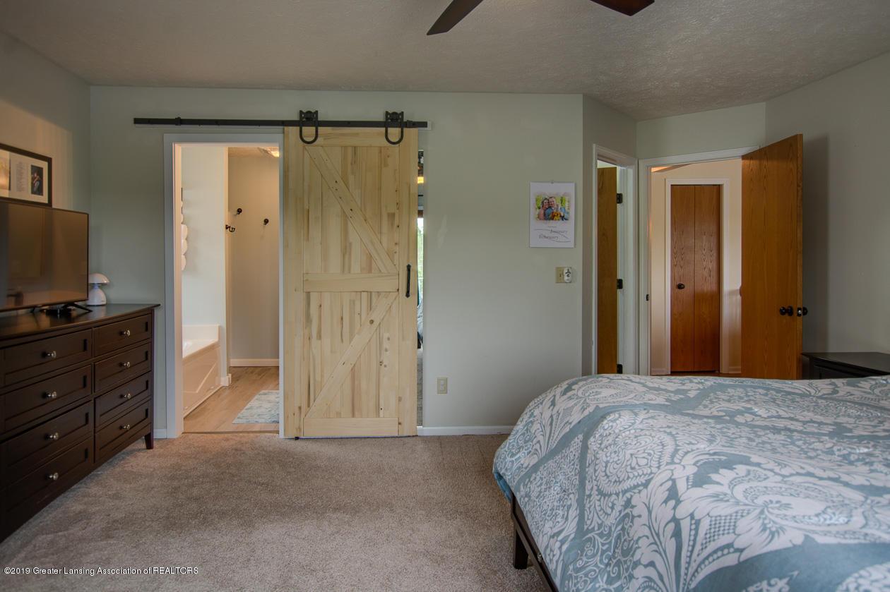 1025 Crandell Dr - Master bedroom - 16