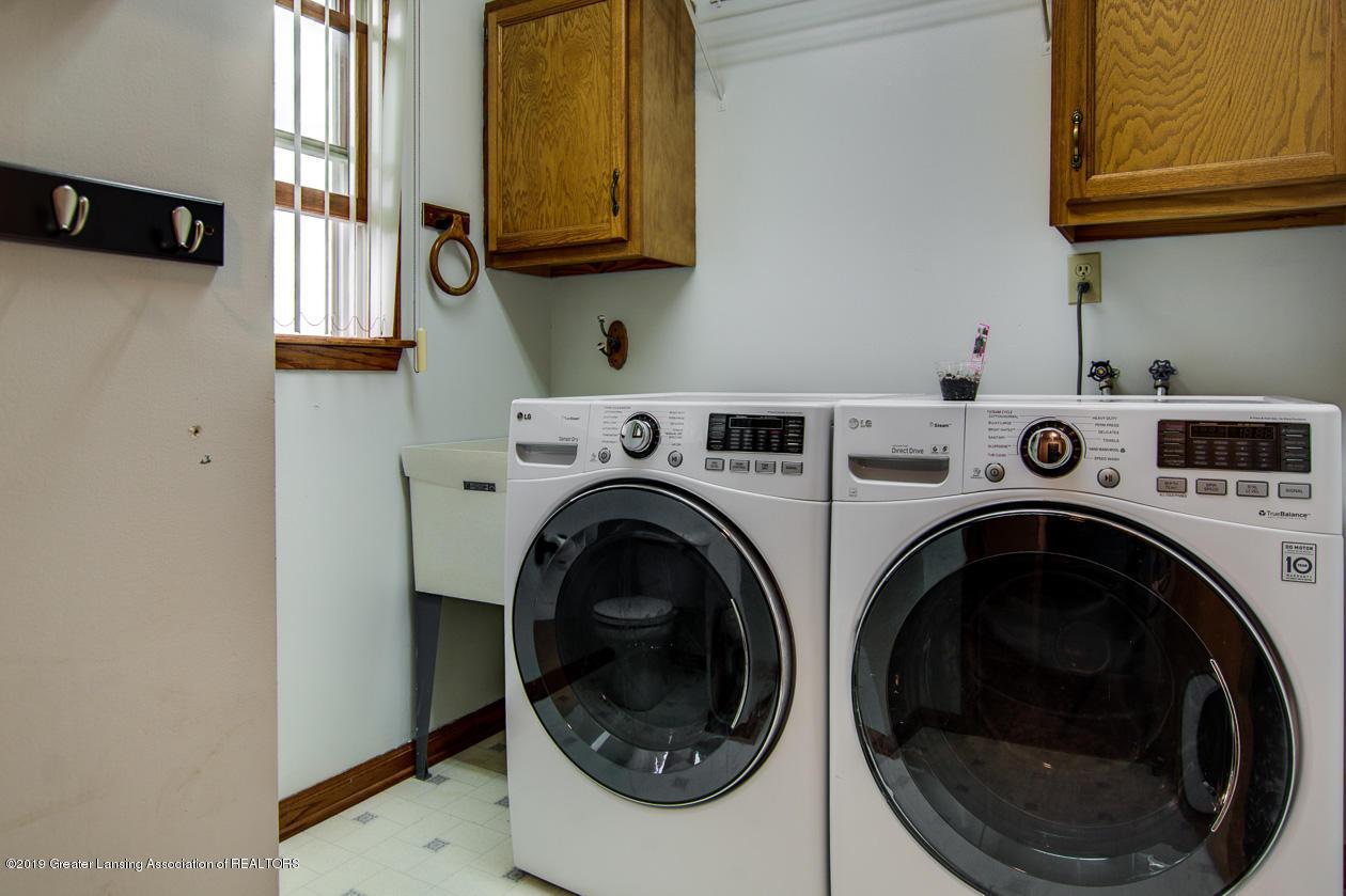 1025 Crandell Dr - Laundry & half bath - 14