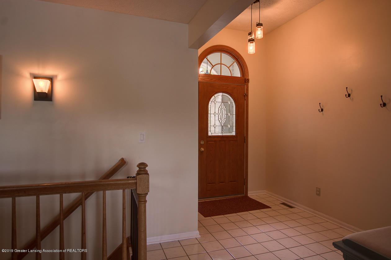 1025 Crandell Dr - Foyer - 4