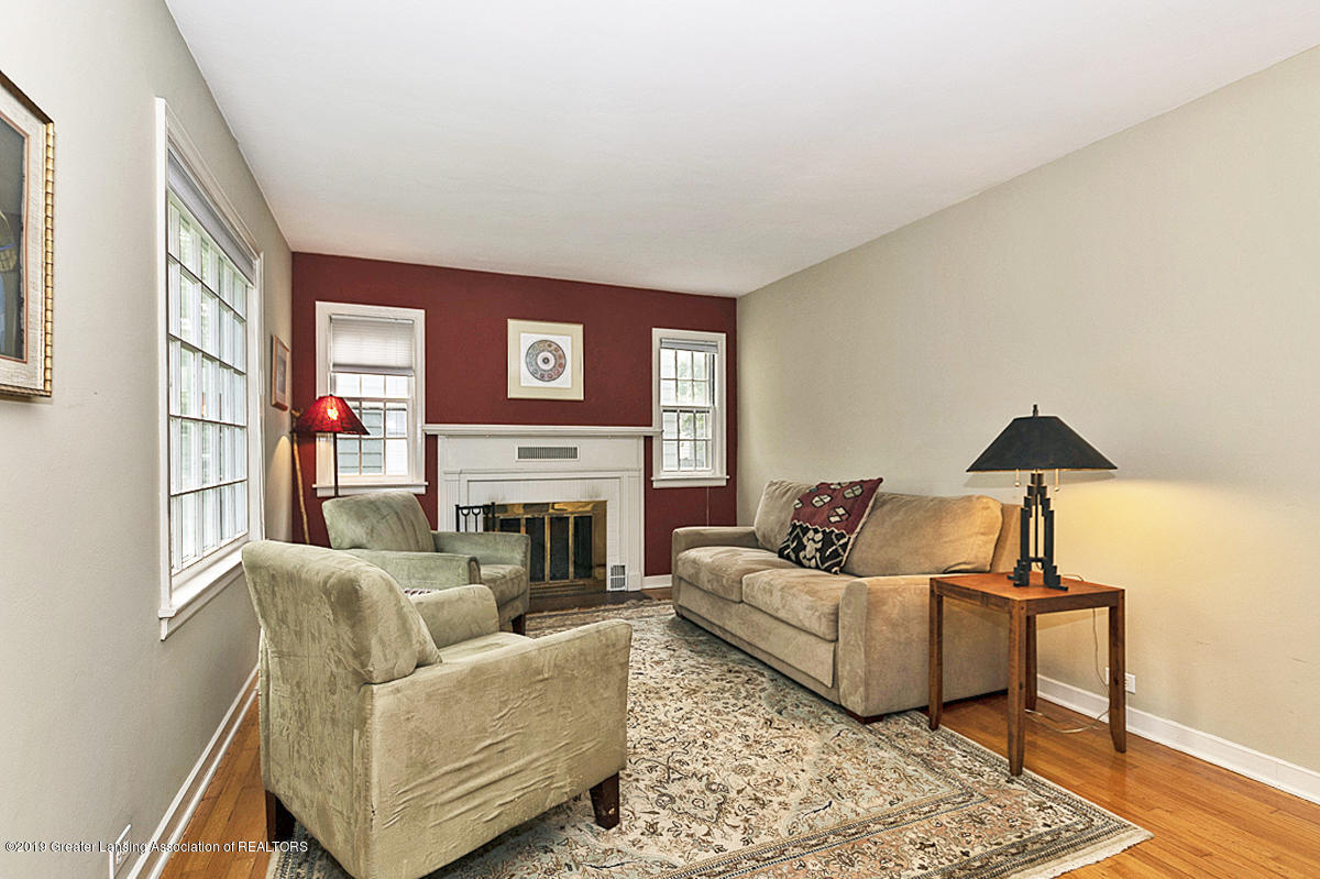 704 Beech St - Living Room - 4