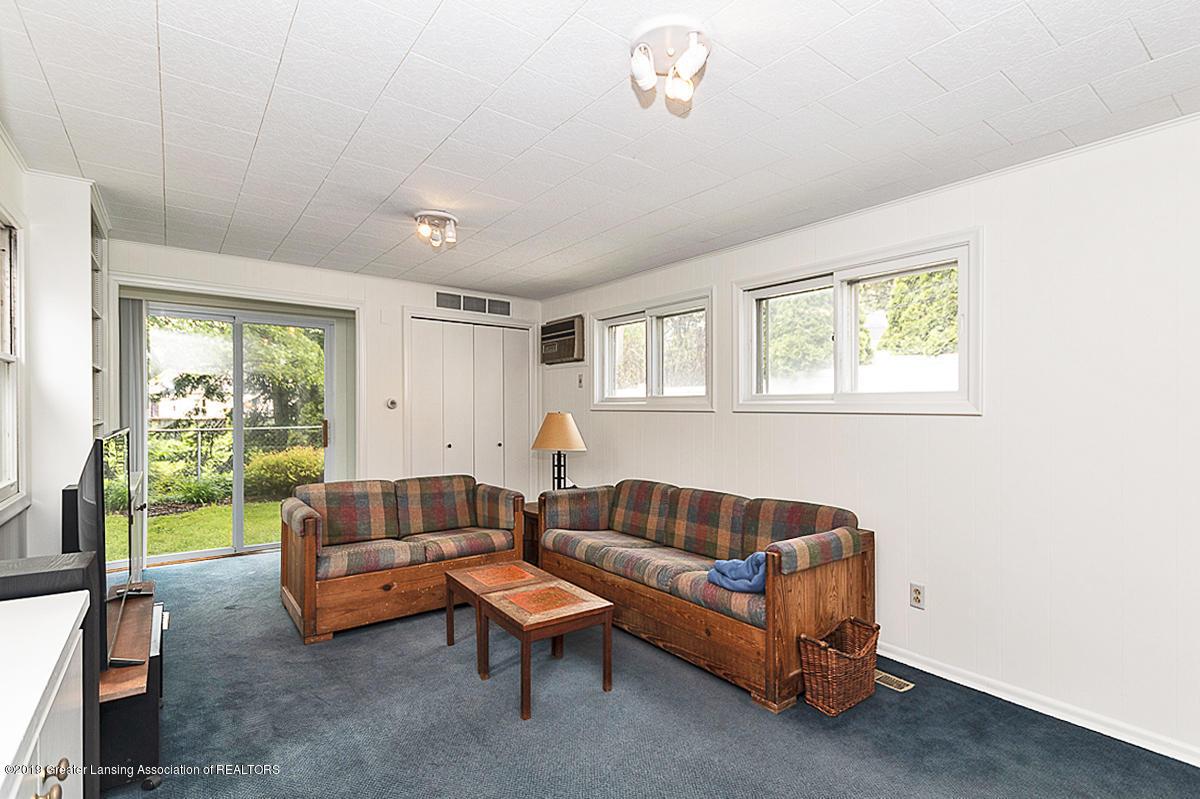 704 Beech St - Family Room - 8