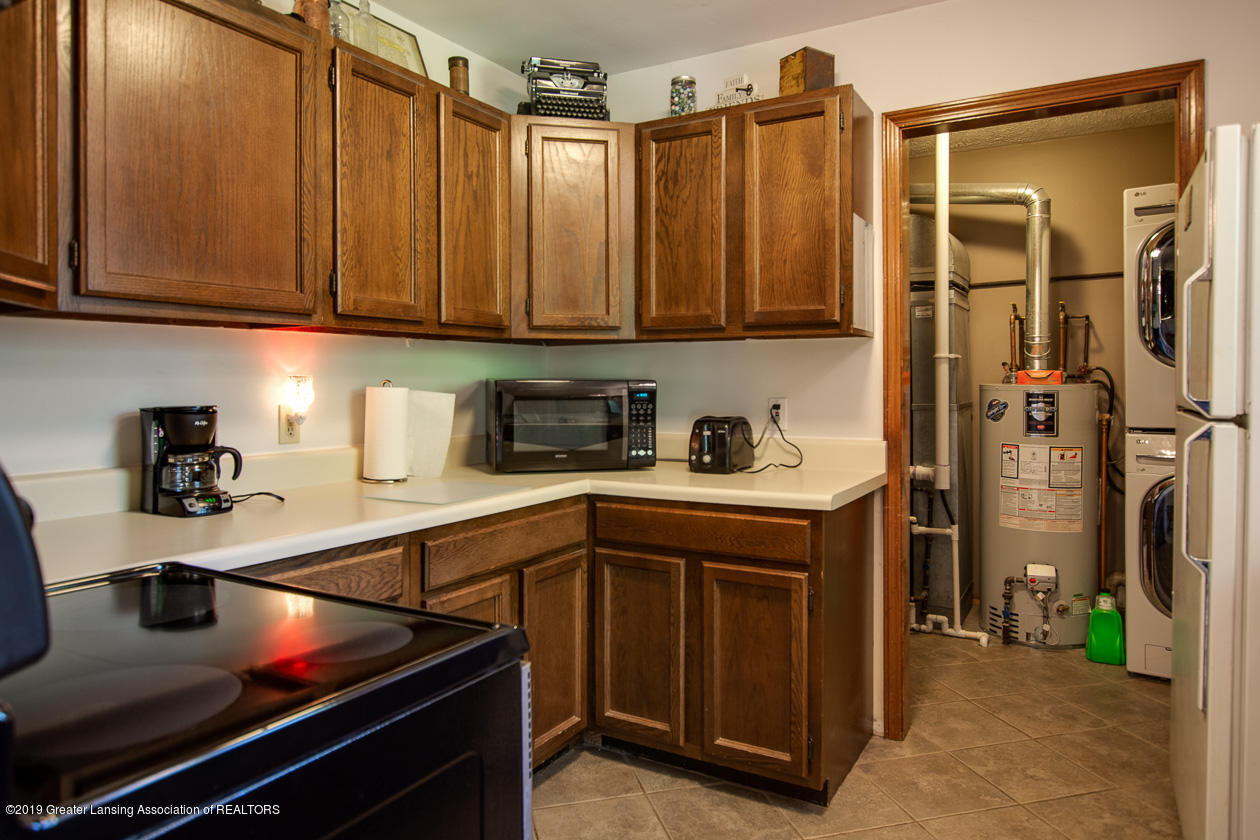 3078 Farmlane - Kitchen to Laundry - 15