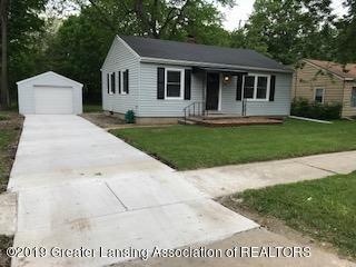 569 Armstrong Rd - House-garage-IMG_0709 - 1