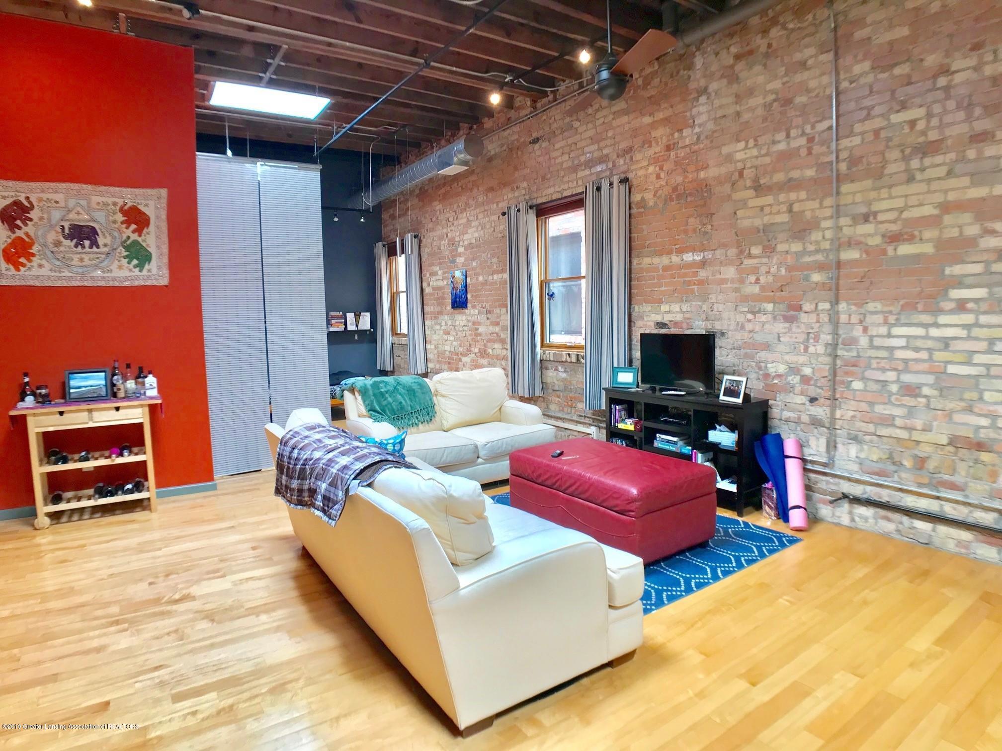 214 S Washington Square 4 - Living Area - 9
