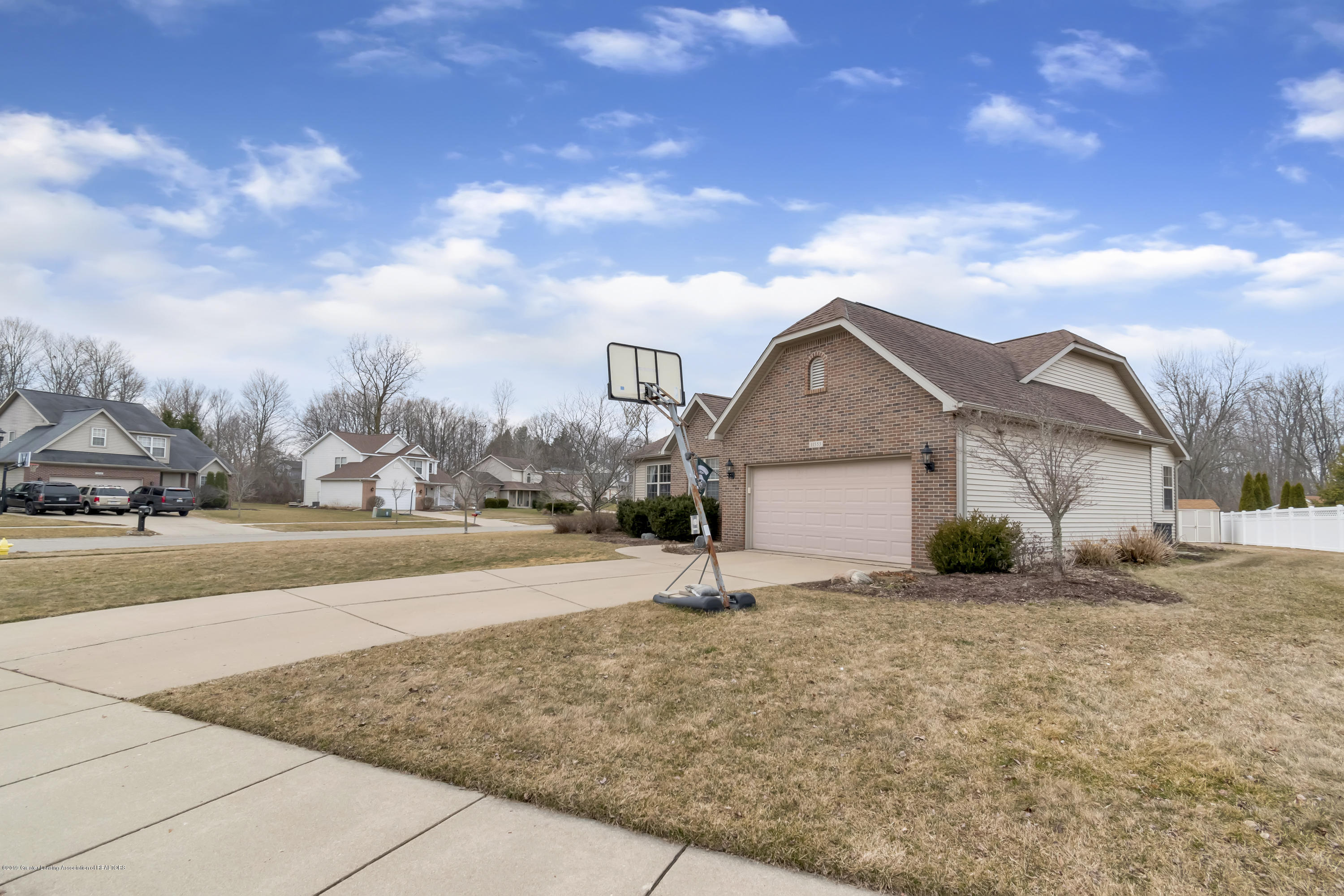 11553 Gold Fields Dr - 11553-Gold-Fields-Dr-Grand-Ledge-MI-wind - 4