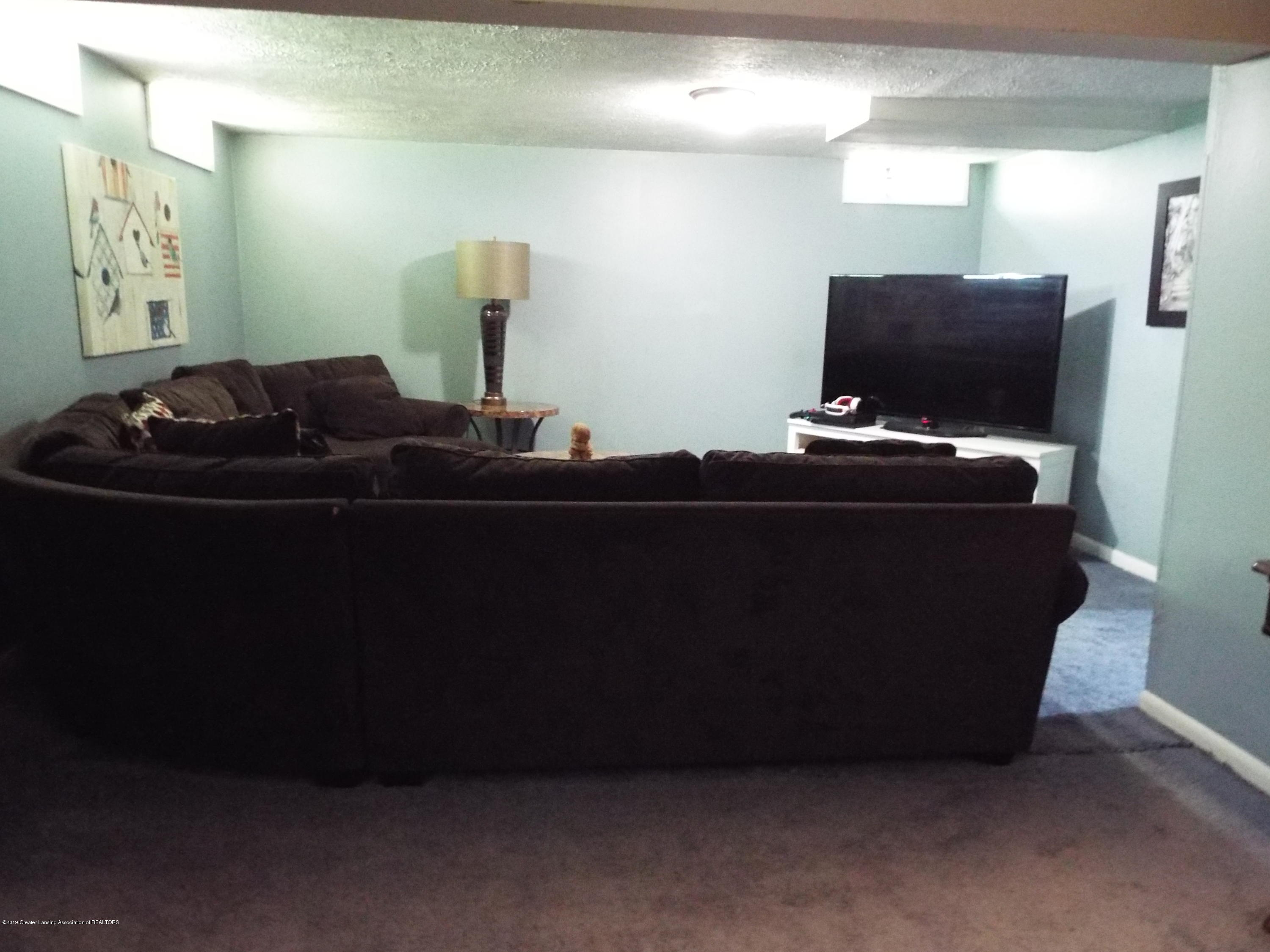 3700 Wedgewood Dr - Family Room - 14