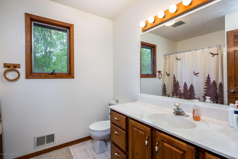 6371 Round Lake Rd - Master Bath - 20