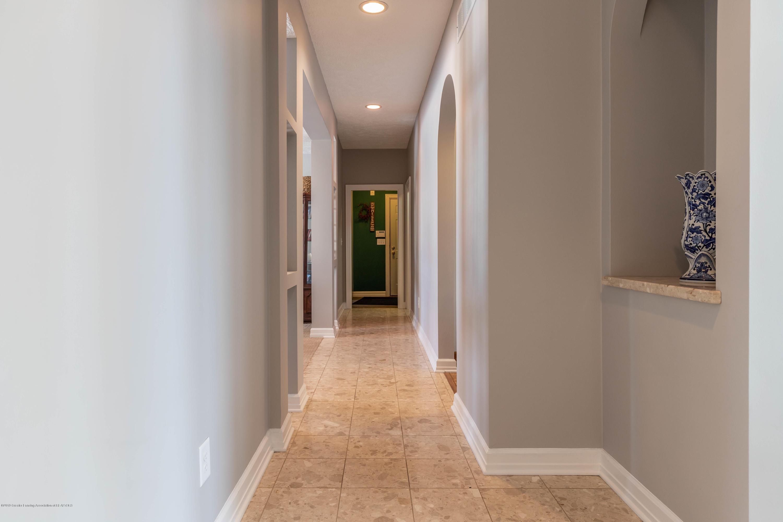 1325 N Waverly Rd - Hallway - 16