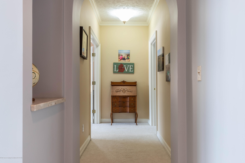 1325 N Waverly Rd - Hallway - 32