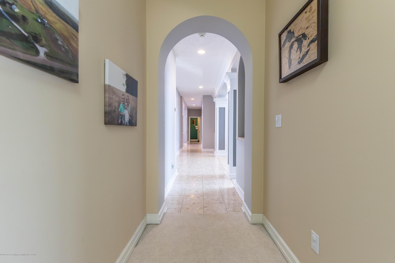 1325 N Waverly Rd - Hallway - 41