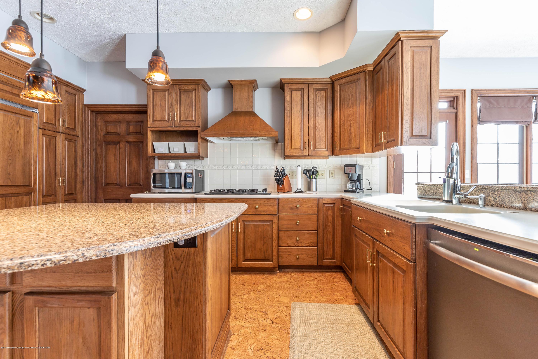 1325 N Waverly Rd - Kitchen - 22